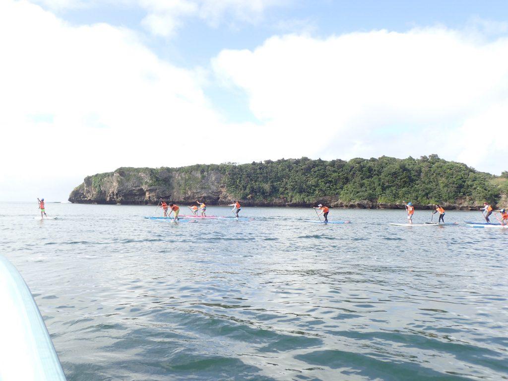 西表子供も海で遊ぶ