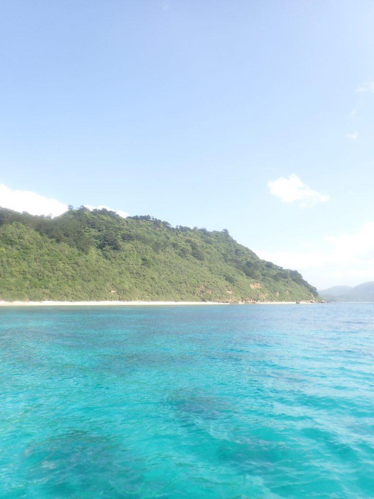 島に戻って早々に海です。